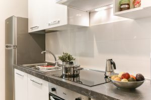 Chcesz kupić mieszkanie w Warszawie? Sprawdź jego okolicę!