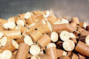 Dlaczego pellet? O zaletach ogrzewania wysokiej jakości paliwem