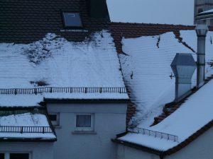 W jakich miejscach montować akcesoria przeciwśnieżne na dach?