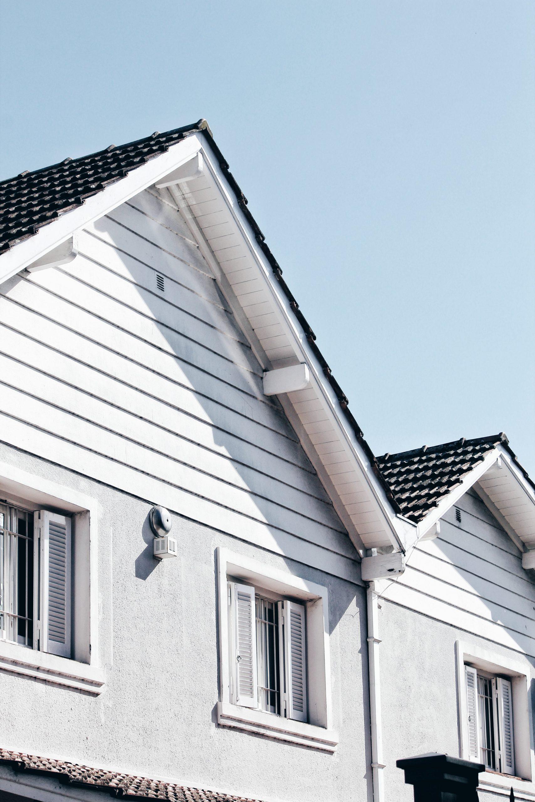 Dachowe płyty warstwowe – wszystko, co musisz o nich wiedzieć