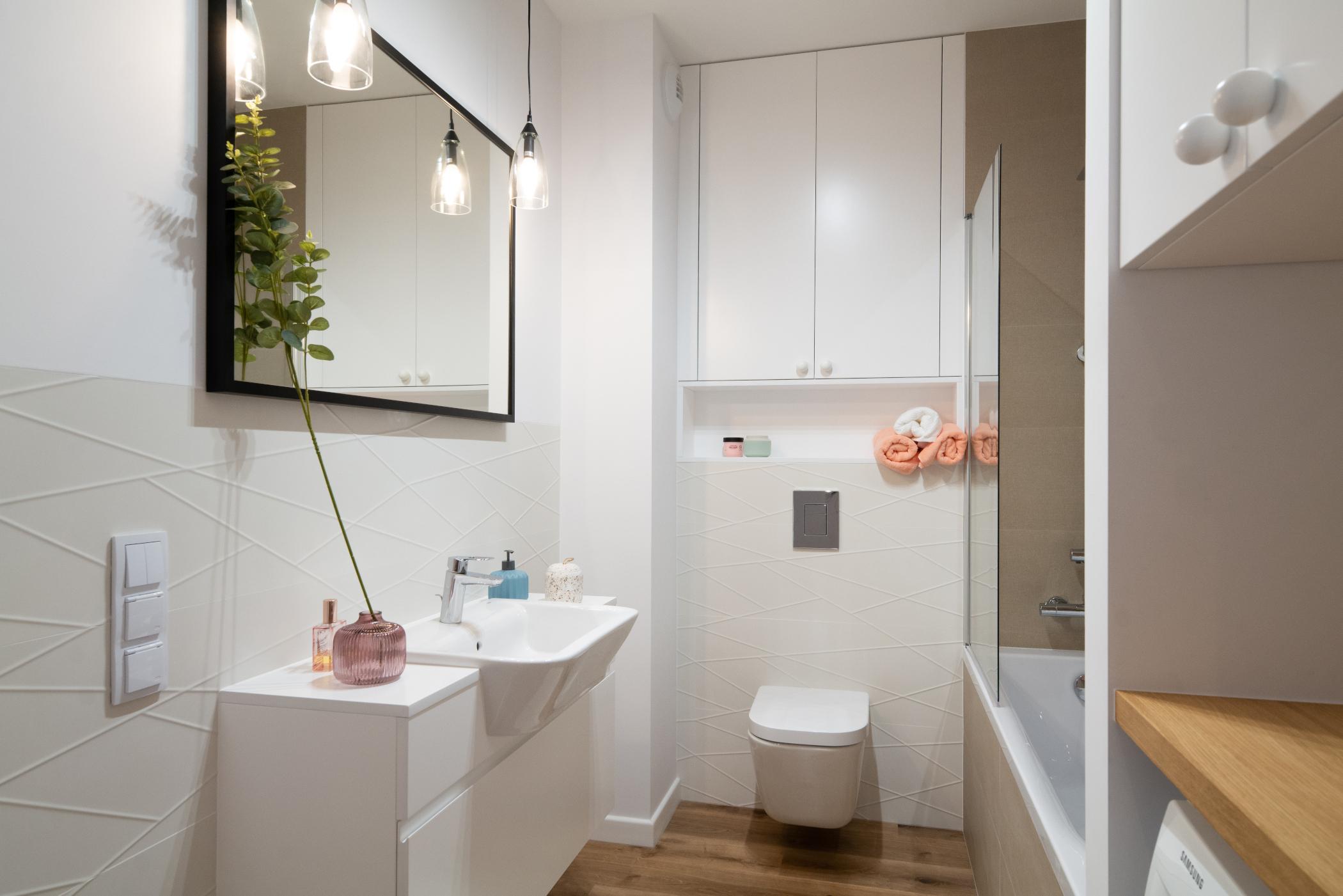 Dlaczego warto zdecydować się na meble łazienkowe na wymiar?