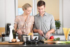Kuchnia otwarta na salon czy w osobnym pomieszczeniu-wady i zalety.