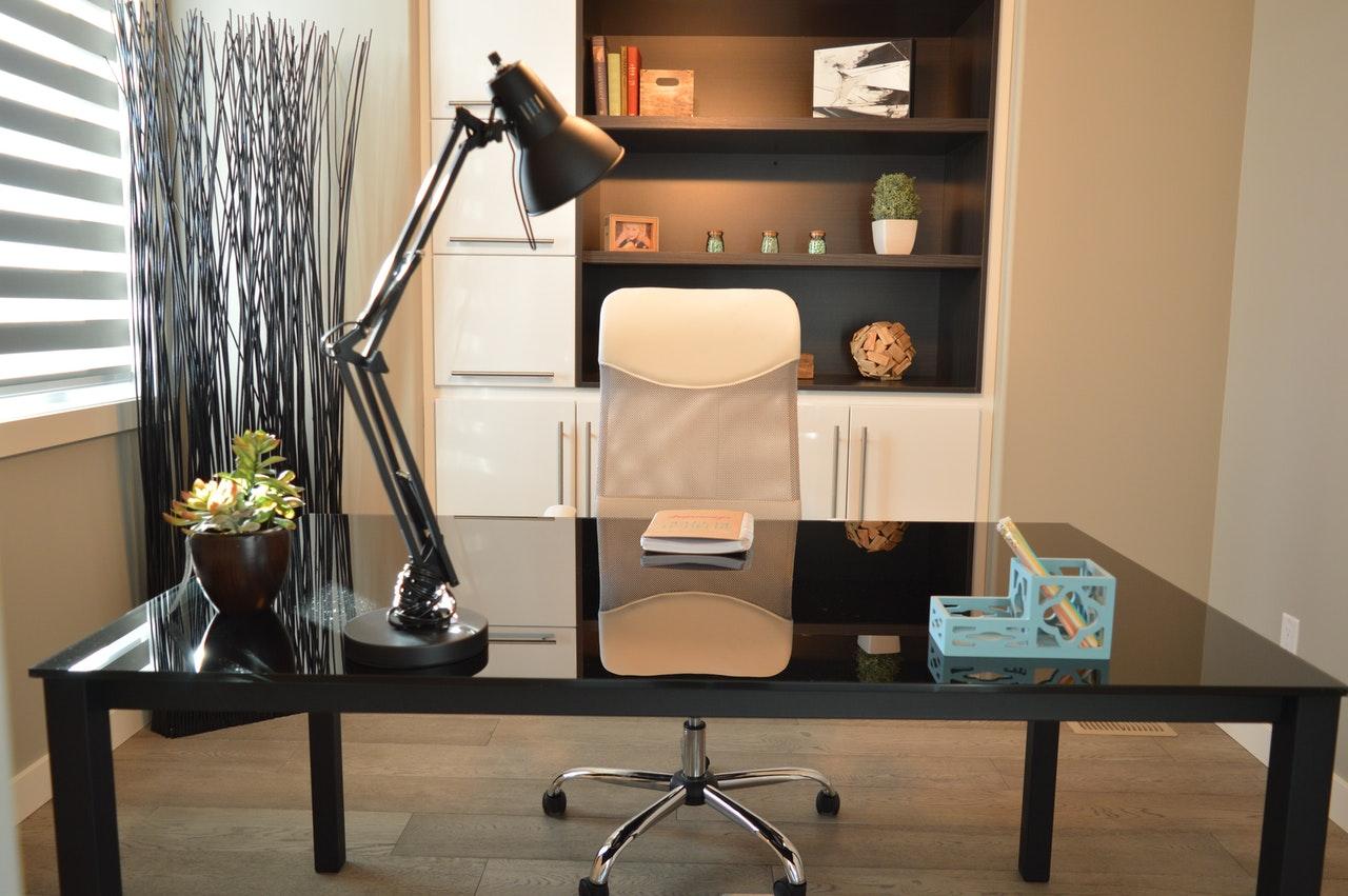 Jak urządzić designerskie biuro?